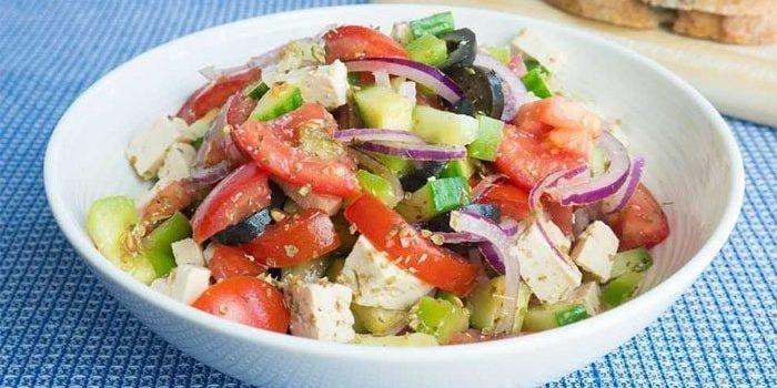 Najboljsa veganska grska solata