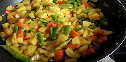 peCen-krompir-z-zelenjavo